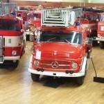 Feuerwehrfahrzeuge große Halle